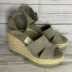 Universal Thread Gray Wedges